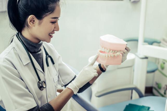 Fases del tratamiento de los implantes dentales